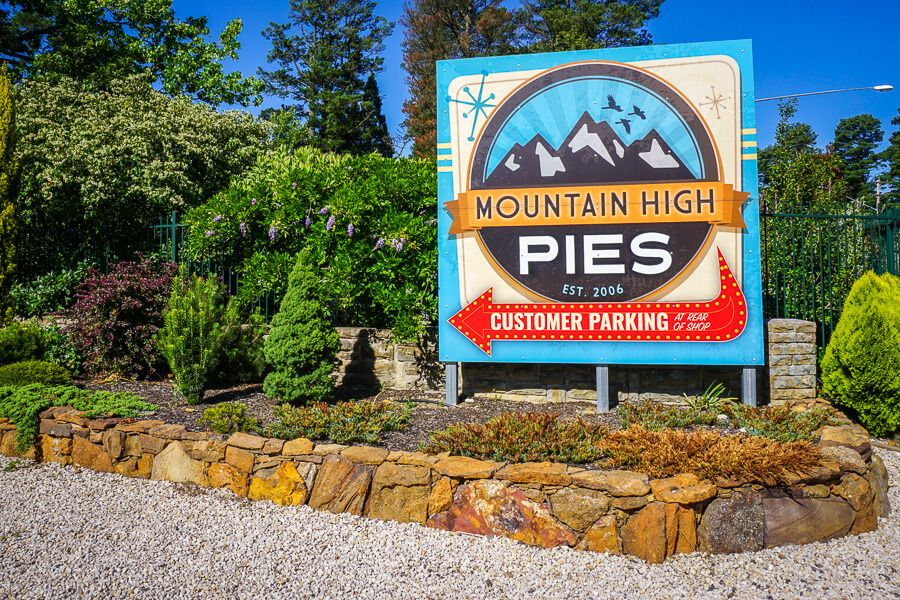 Mountains High Pies sign
